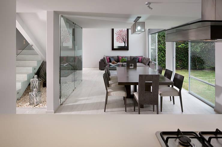 Valencia - Micheas Arquitectos: Comedores de estilo  por Micheas Arquitectos