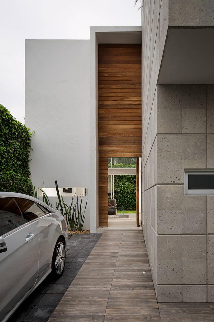 Valencia - Micheas Arquitectos: Paredes de estilo  por MICHEAS ARQUITECTOS
