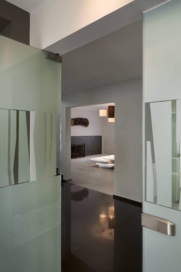 OFICINAS CLC: Estudios y oficinas de estilo  por Micheas Arquitectos