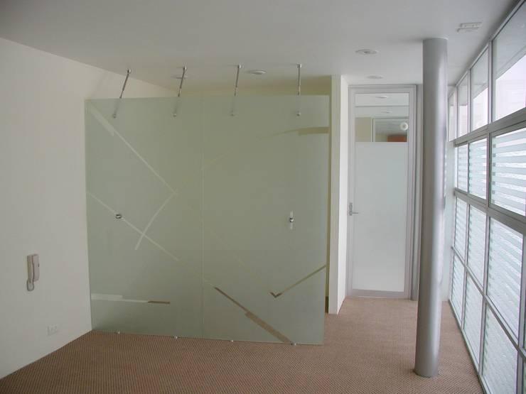 Dormitorios de estilo  por MICHEAS ARQUITECTOS