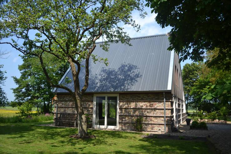 Woning te Tytsjerk:  Huizen door Dorenbos Architekten bv, Modern
