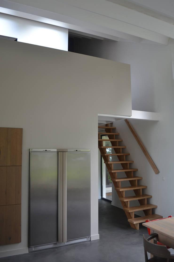 Woning te Tytsjerk:  Eetkamer door Dorenbos Architekten bv, Modern