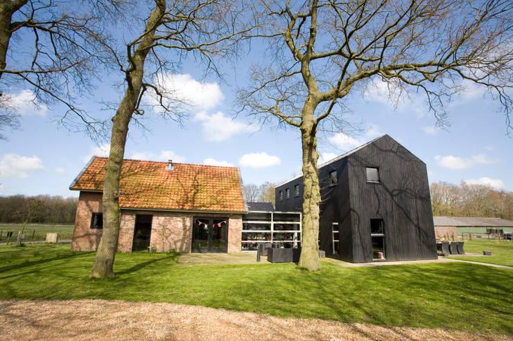 Woning te Aldtsjerk:  Huizen door Dorenbos Architekten bv
