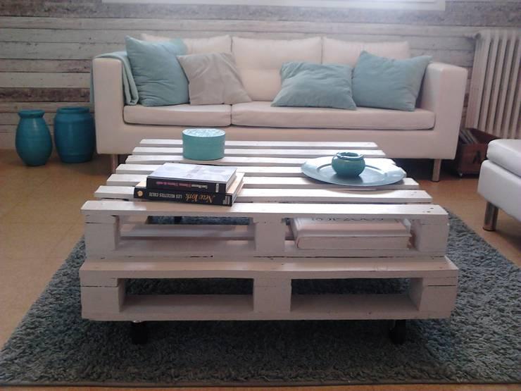 Table basse bois de palette: Salon de style  par jamak.deco.recup