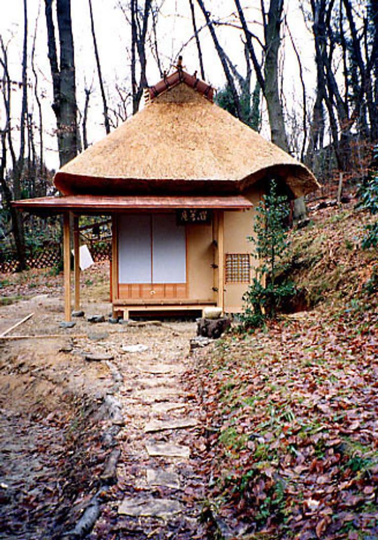茶室・せいせい著庵: 一級建築士事務所 有限会社設計処草庵が手掛けたです。