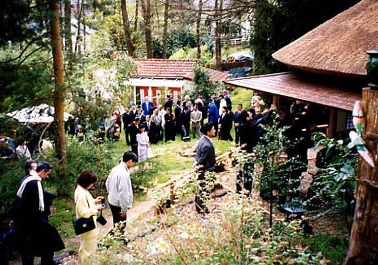 茶室完成記念、献茶会: 一級建築士事務所 有限会社設計処草庵が手掛けたです。