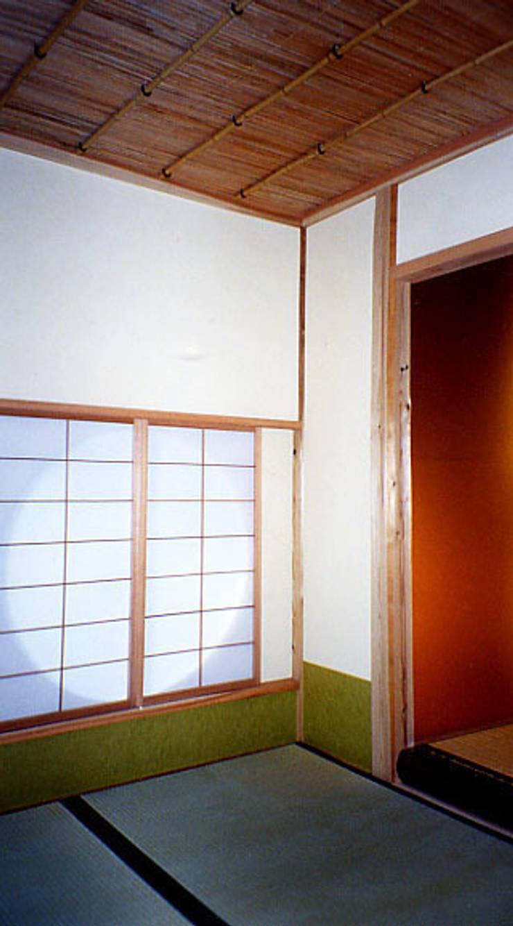 茶室内部: 一級建築士事務所 有限会社設計処草庵が手掛けたです。