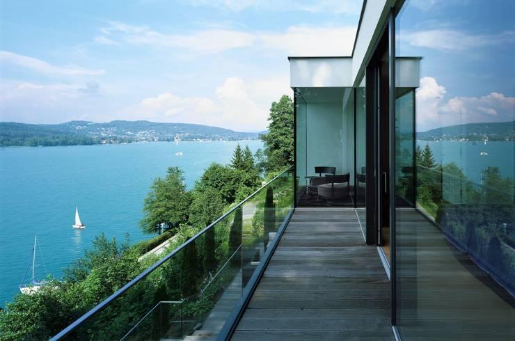 Villa Reifnitz, Wörthersee: moderne Häuser von Arkan Zeytinoglu Architects
