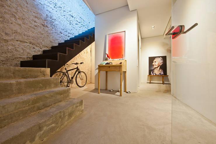 Projekty,  Korytarz, przedpokój zaprojektowane przez CIP Architekten Ingenieure