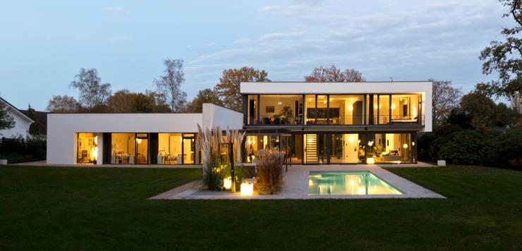 Haus F :  Garten von Tusch Architekten und Ingenieure Düsseldorf