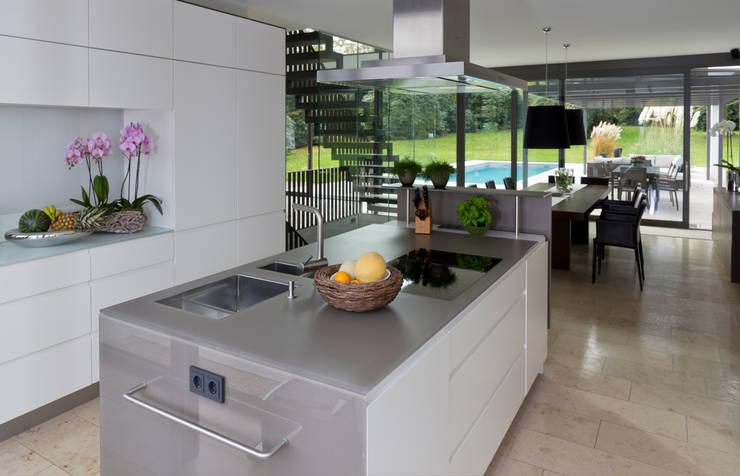 Haus F :  Küche von Tusch Architekten und Ingenieure Düsseldorf