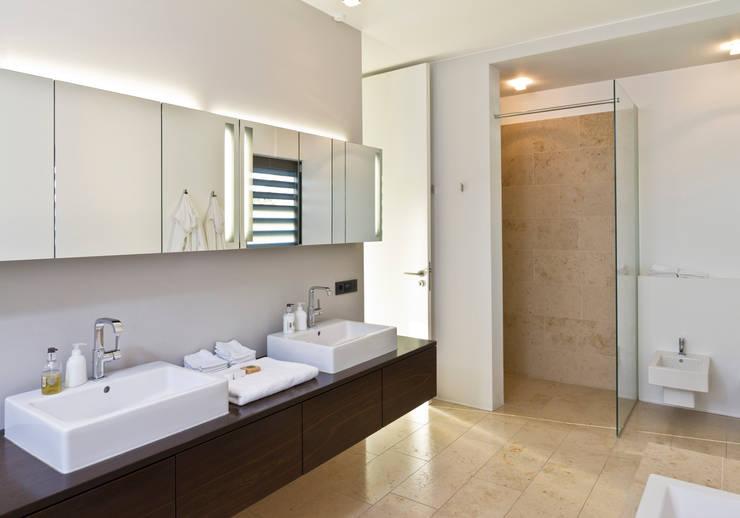 Haus F :  Badezimmer von Tusch Architekten und Ingenieure Düsseldorf