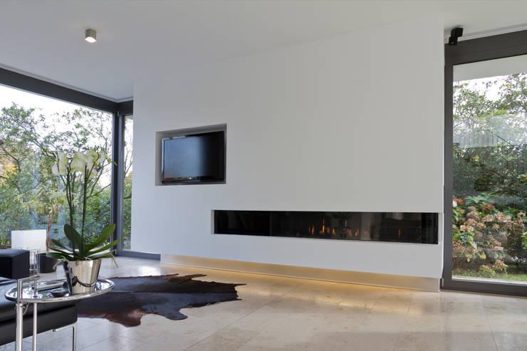 Haus F :  Wohnzimmer von Tusch Architekten und Ingenieure Düsseldorf