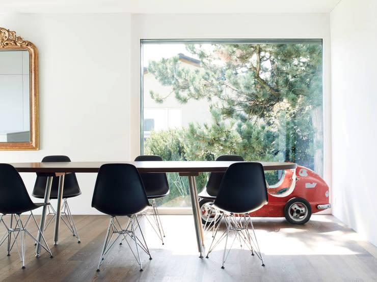 Haus L: moderne Esszimmer von nimmrichter architekten ETH SIA AG