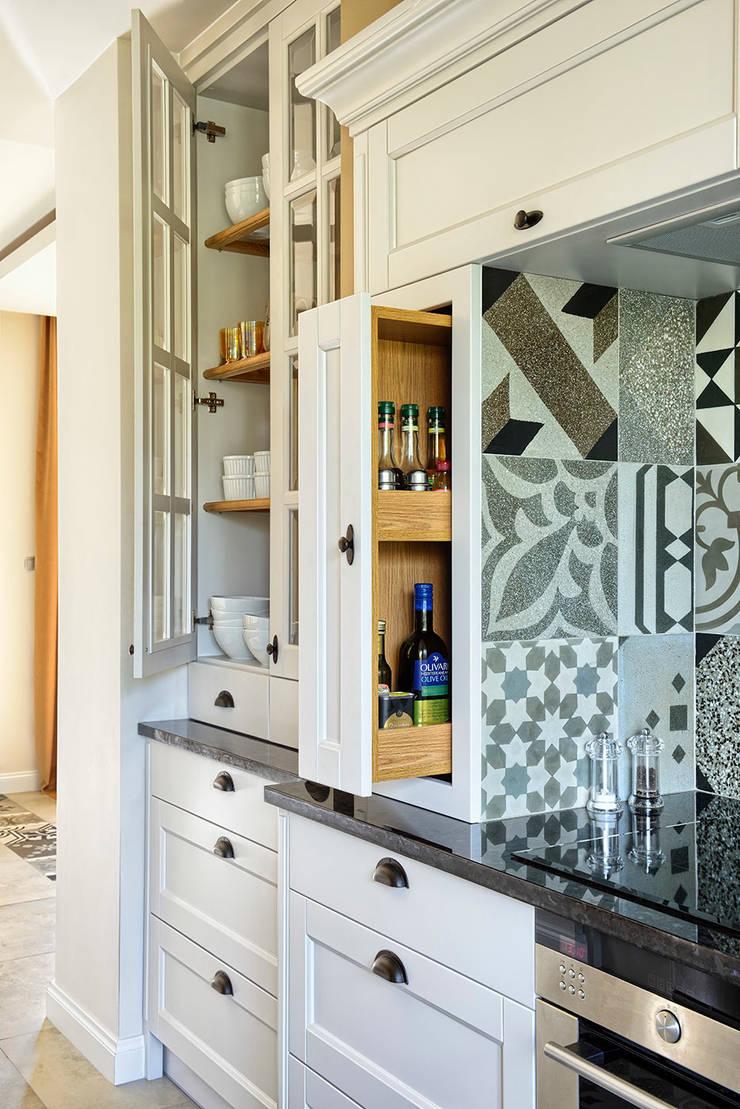 KUCHNIA ART DÉCO: styl , w kategorii Kuchnia zaprojektowany przez HOLTZ