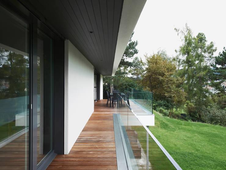 Haus L:  Terrasse von nimmrichter architekten ETH SIA AG
