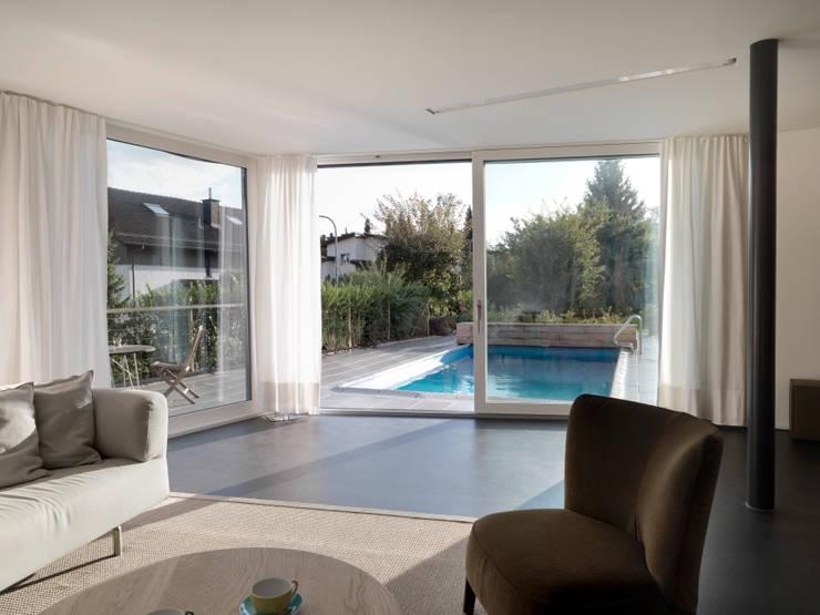Projekty,  Salon zaprojektowane przez nimmrichter architekten ETH SIA AG
