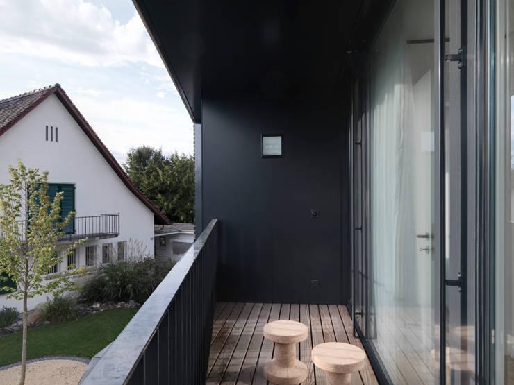 Haus S:  Terrasse von nimmrichter architekten ETH SIA AG