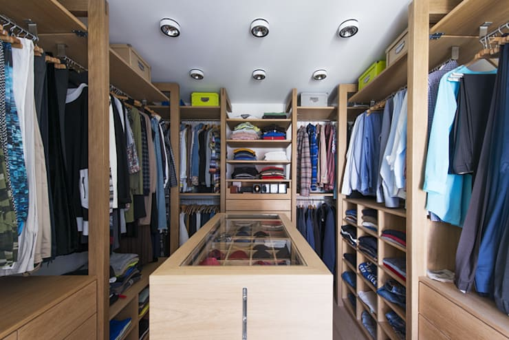 Walk in closet de estilo  por DESIGNWERK Christl