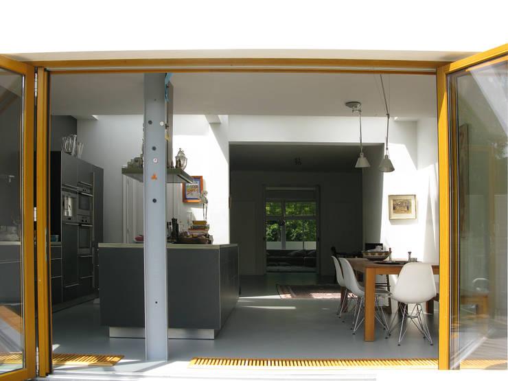 Cocinas de estilo moderno de Boks architectuur Moderno