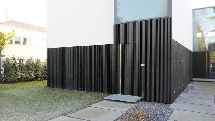 Eingang Einliegerwohnung:  Häuser von form A architekten
