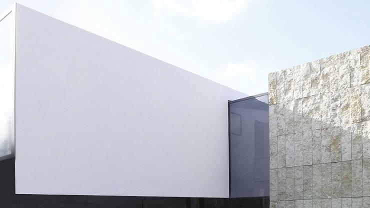 Eingangsfassade:  Häuser von form A architekten