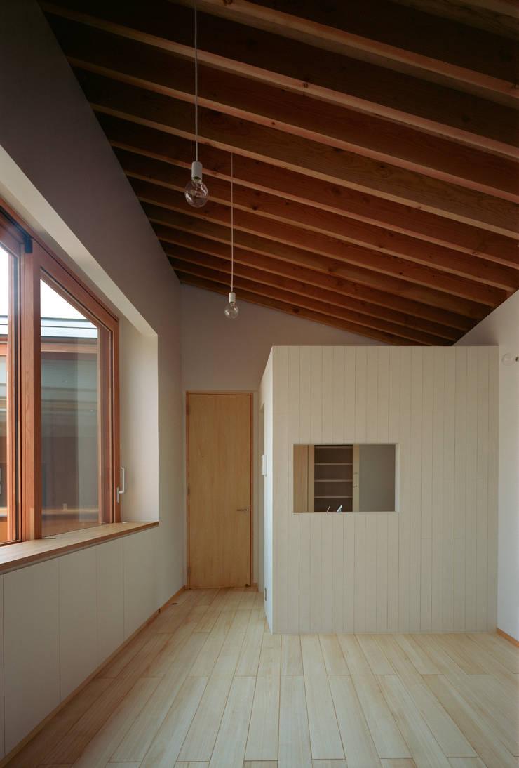 河辺の平屋住宅: トリノス建築計画が手掛けたリビングです。