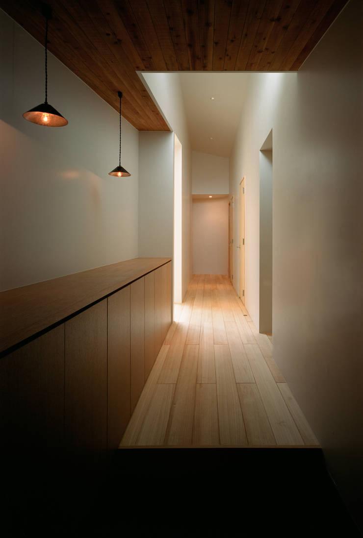 河辺の平屋住宅: トリノス建築計画が手掛けた廊下 & 玄関です。
