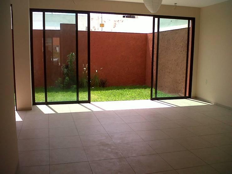 Privada 40 : Casas de estilo  por Constructora e Inmobiliaria Catarsis