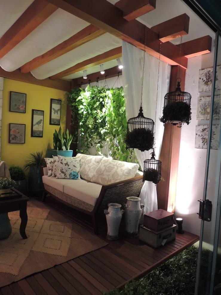 Pergolado para área externa: Jardins  por Denise Fumagalli arquitetura e interiores