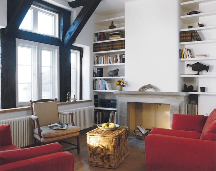 Wohnbereich mit Kamin:  Wohnzimmer von v. Bismarck Architekt