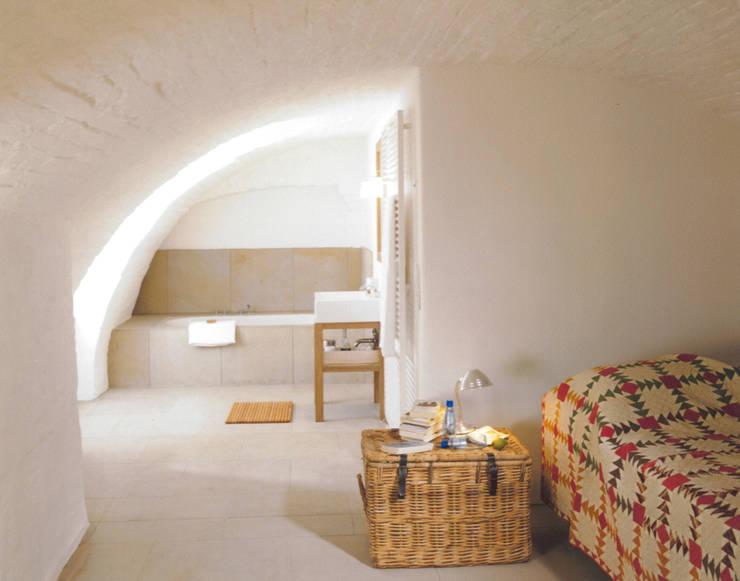Blick vom Schlafzimmergewölbe auf´s offene Bad:  Schlafzimmer von v. Bismarck Architekt