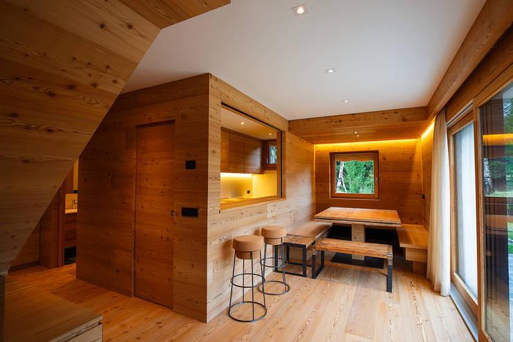 H1740: Sala da pranzo in stile  di BEARprogetti - Architetto Enrico Bellotti