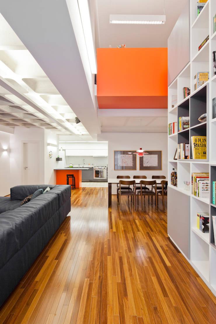 Projeto Araguari: Salas de estar  por Stuchi&Leite Projetos,Moderno