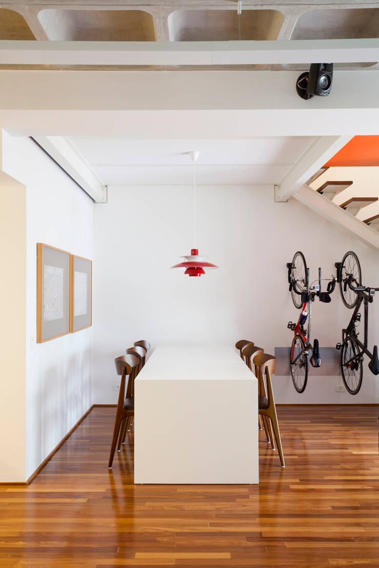 Projeto Araguari: Salas de jantar  por Stuchi&Leite Projetos,Moderno