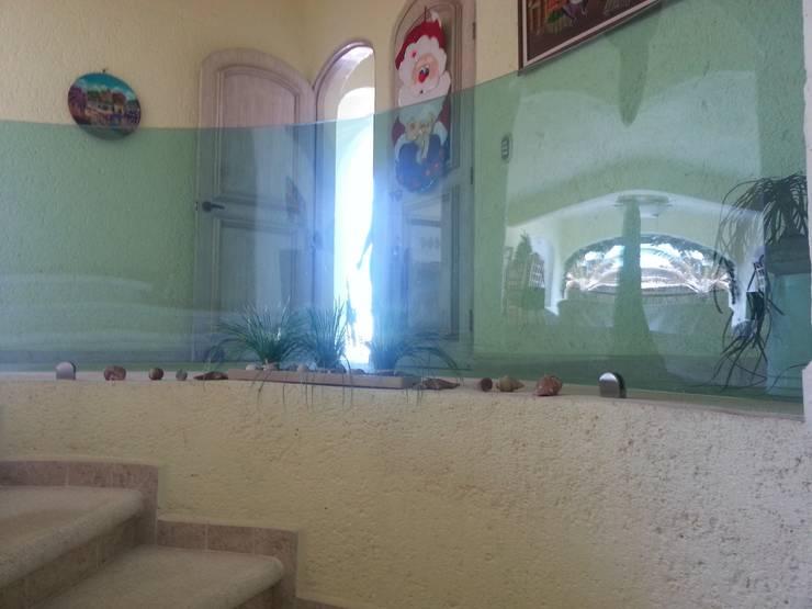 BARANDAL DE CRISTAL TEMPLADO CURVO: Terrazas de estilo  por Inter Habity