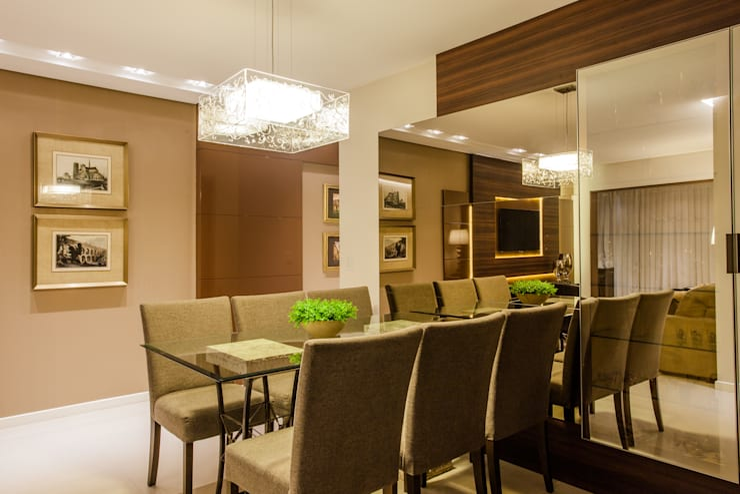 Amplitude na sala de jantar: Sala de jantar  por msaviarquitetura,