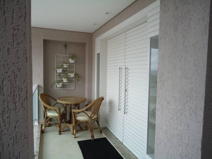 Residência Nádia & Pedro - Área externa: Terraços  por Kátia Borges - arquitetura+interiores
