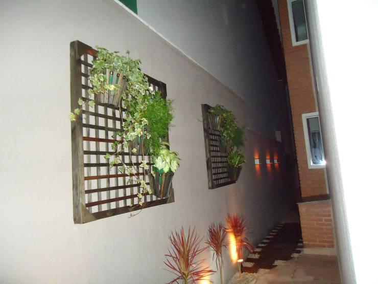 Jardines de estilo ecléctico por Kátia Borges - arquitetura+interiores