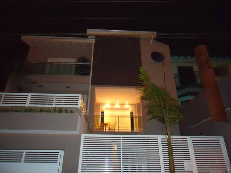 Casas de estilo ecléctico por Kátia Borges - arquitetura+interiores