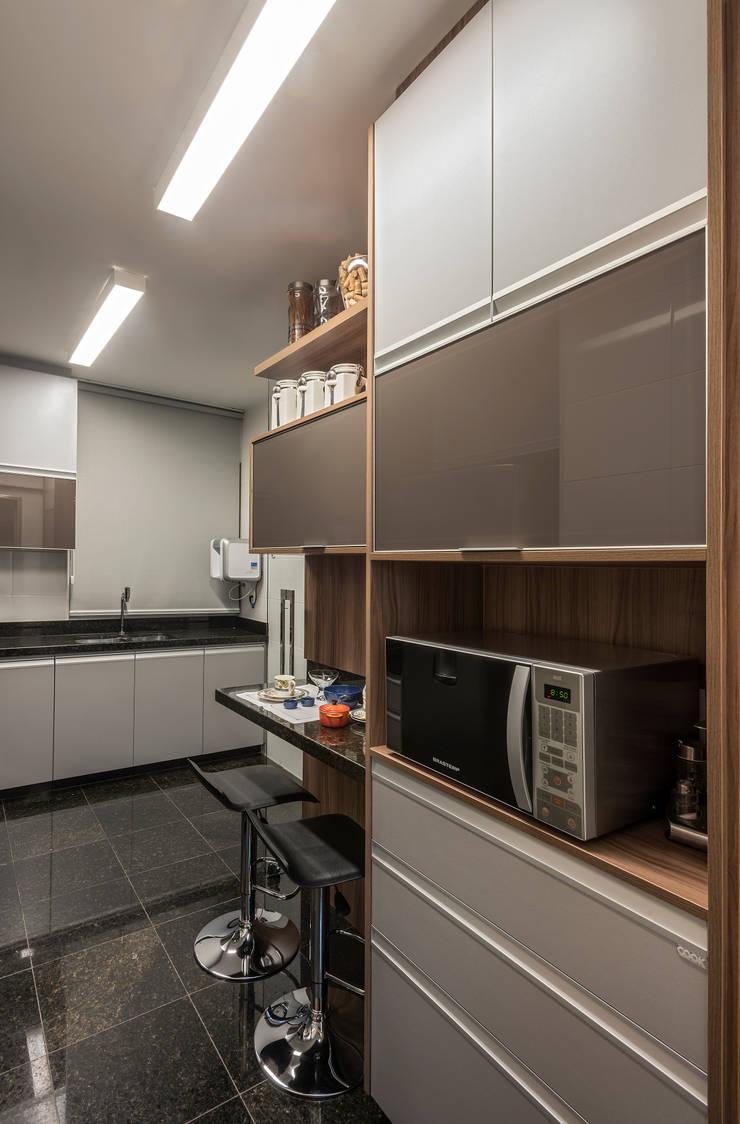 Küche von Nara Cunha Arquitetura e Interiores,