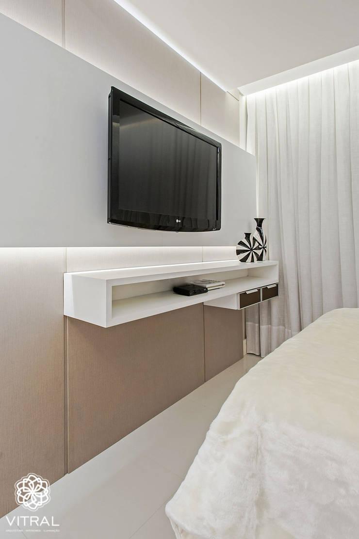 Apartamento C.A.A.: Quartos  por VITRAL arquitetura . interiores . iluminação,