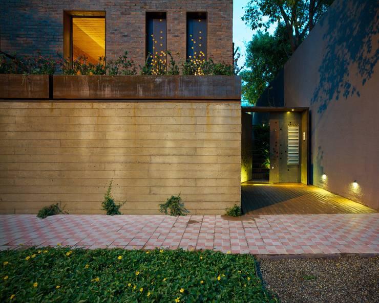 EGL 1916: Casas de estilo  por Alvaro Moragrega / arquitecto
