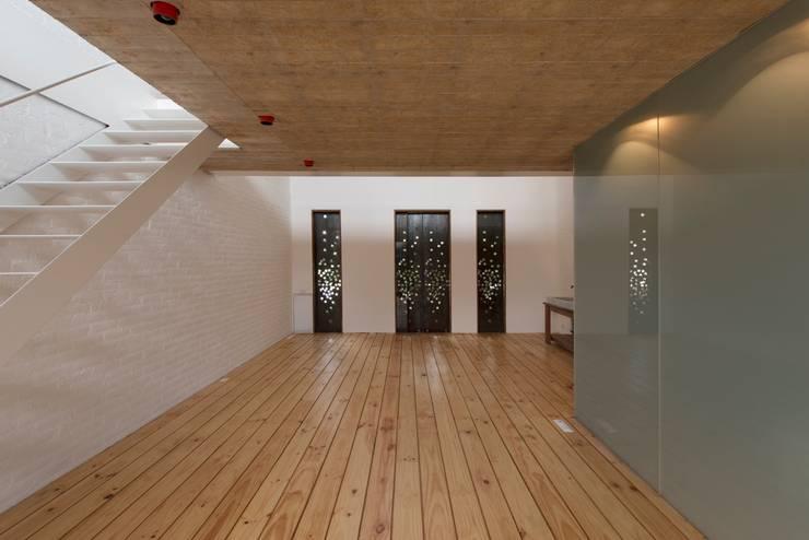 EGL 1916: Salas de estilo  por Alvaro Moragrega / arquitecto