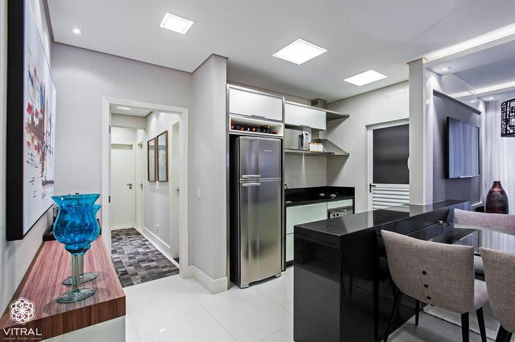 Apartamento C.A.A.: Cozinhas modernas por VITRAL arquitetura . interiores . iluminação