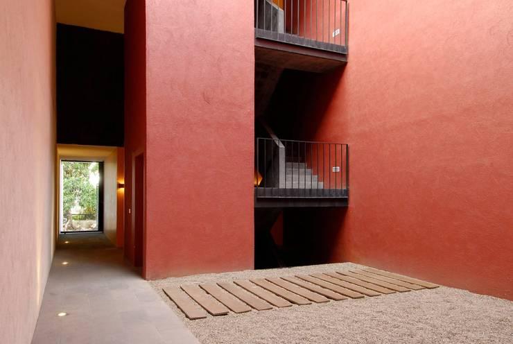 Flur & Diele von Alvaro Moragrega / arquitecto, Industrial