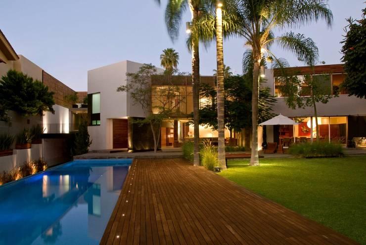 CASA RP: Albercas de estilo  por Alvaro Moragrega / arquitecto