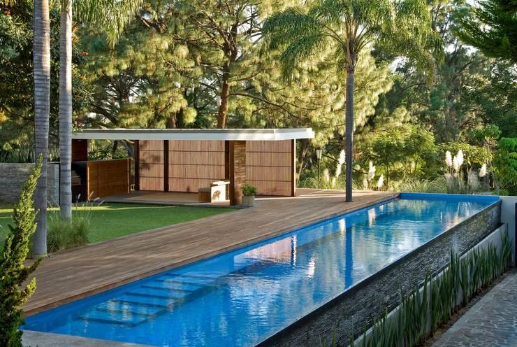 Piscinas de estilo  de Alvaro Moragrega / arquitecto
