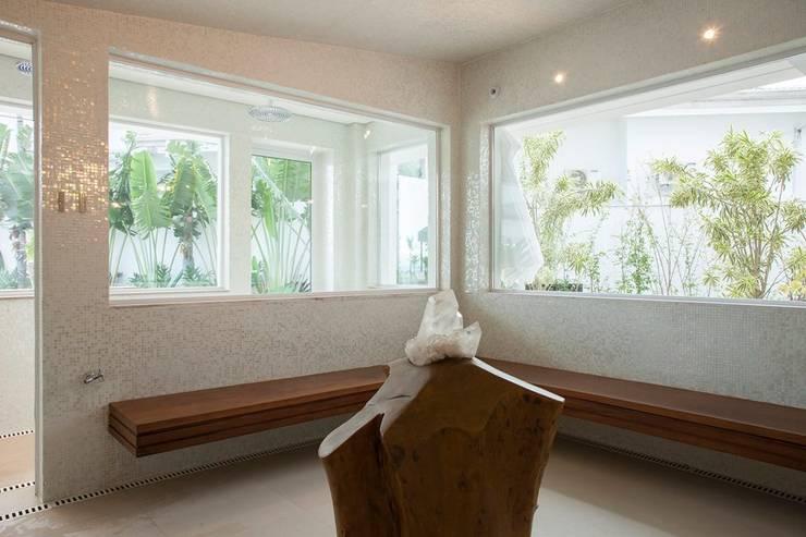 Spas  por Hurban Liv Arquitetura & Interiores