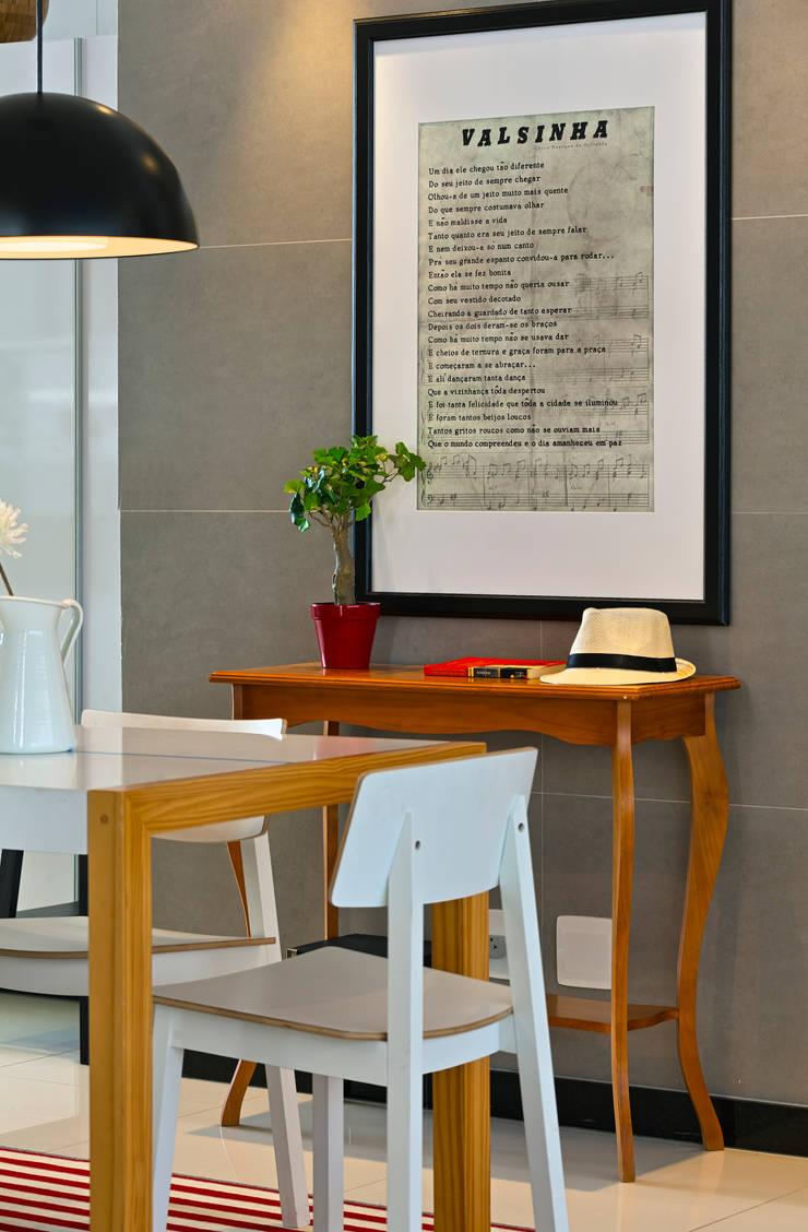 Sala de jantar: Salas de jantar  por Estúdio 102